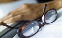 Очки - наиболее распространенный метод коррекции астигматизма